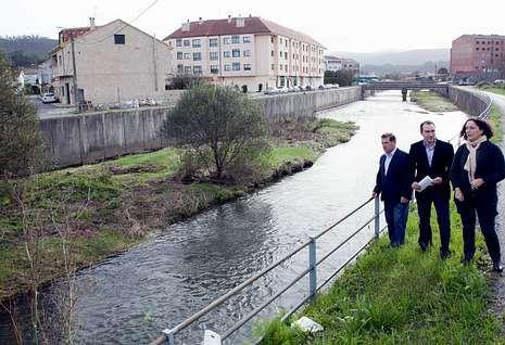 Delegada y jefe territorial se acercaron, junto con el alcalde y el edil, hasta la zona del canal en Iria.