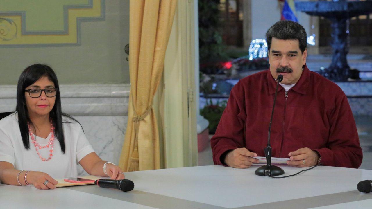 Asífue la primera escuela para los pigmeos.Nicolás Maduro junto a la vicepresidenta Delcy Rodríguez