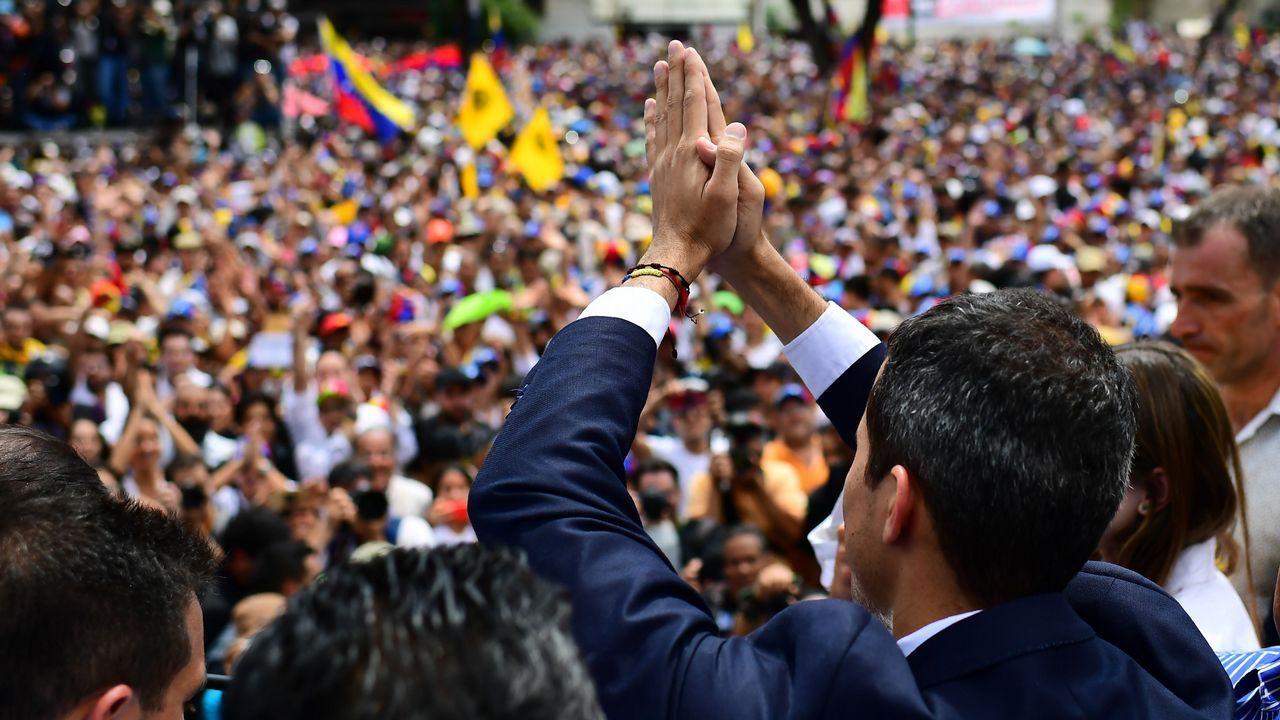 Venezuela se apaga.Tras su llegada a la capital venezolana, Guaidó participó en un acto multitudinario en la plaza Alfredo Sadel