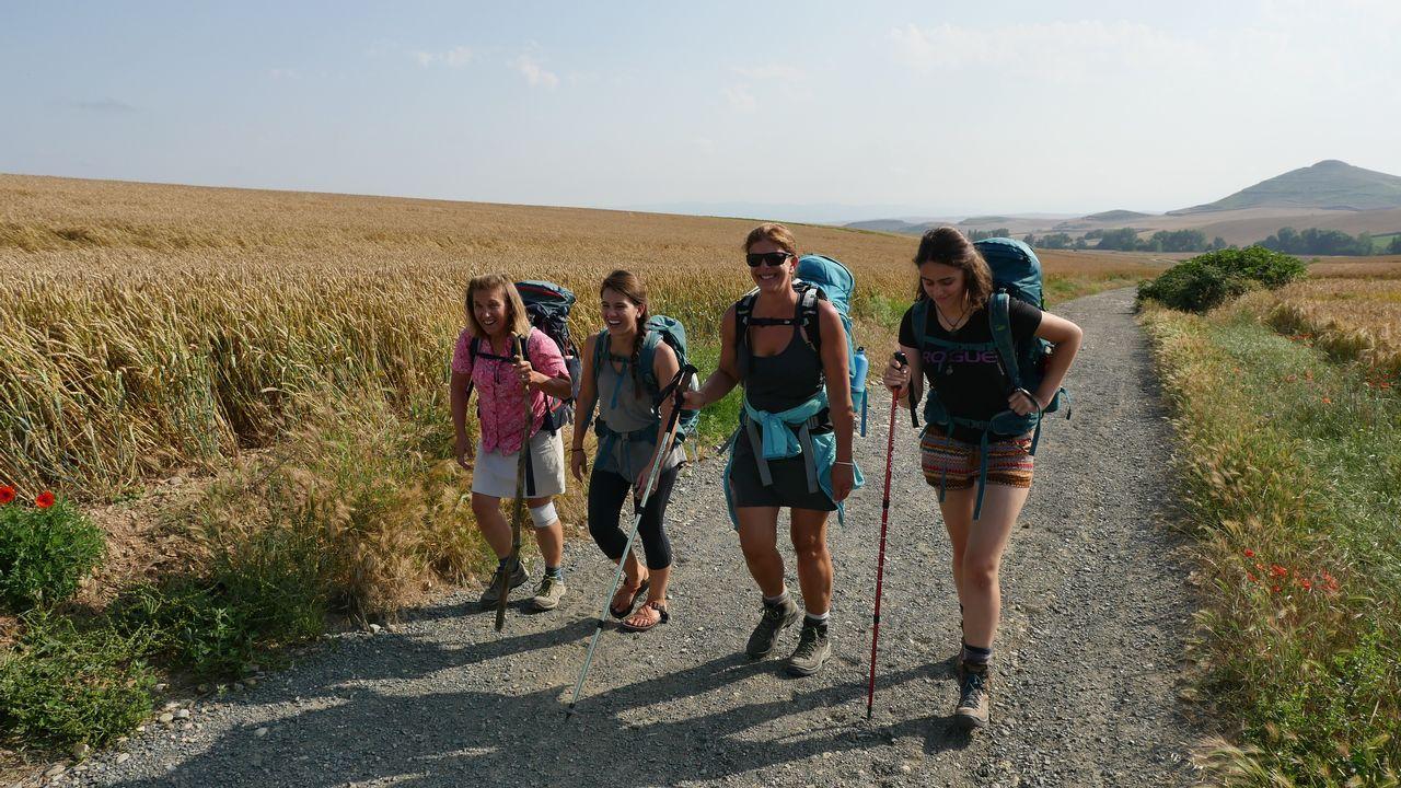 Un grupo de peregrinas a punto de entrar en Castilla