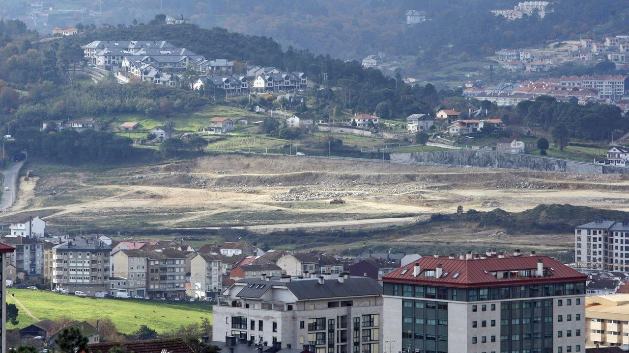 Imagen del año 2012 en la que se ven los terrenos explanados donde se preveía ubicar el centro comercial