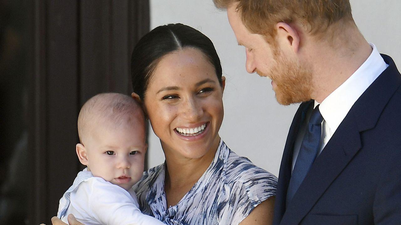 Los principes, con su hijo Archie, en un viaje a Sudáfrica el año pasado
