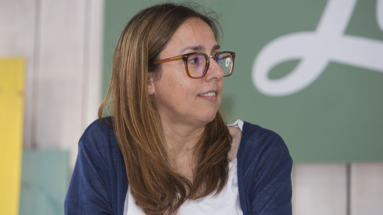 O selo Xerais celebra cunha nova edición revisada os trinta anos da primeira novela de Manuel Rivas. .A escritora Ana Cabaleiro