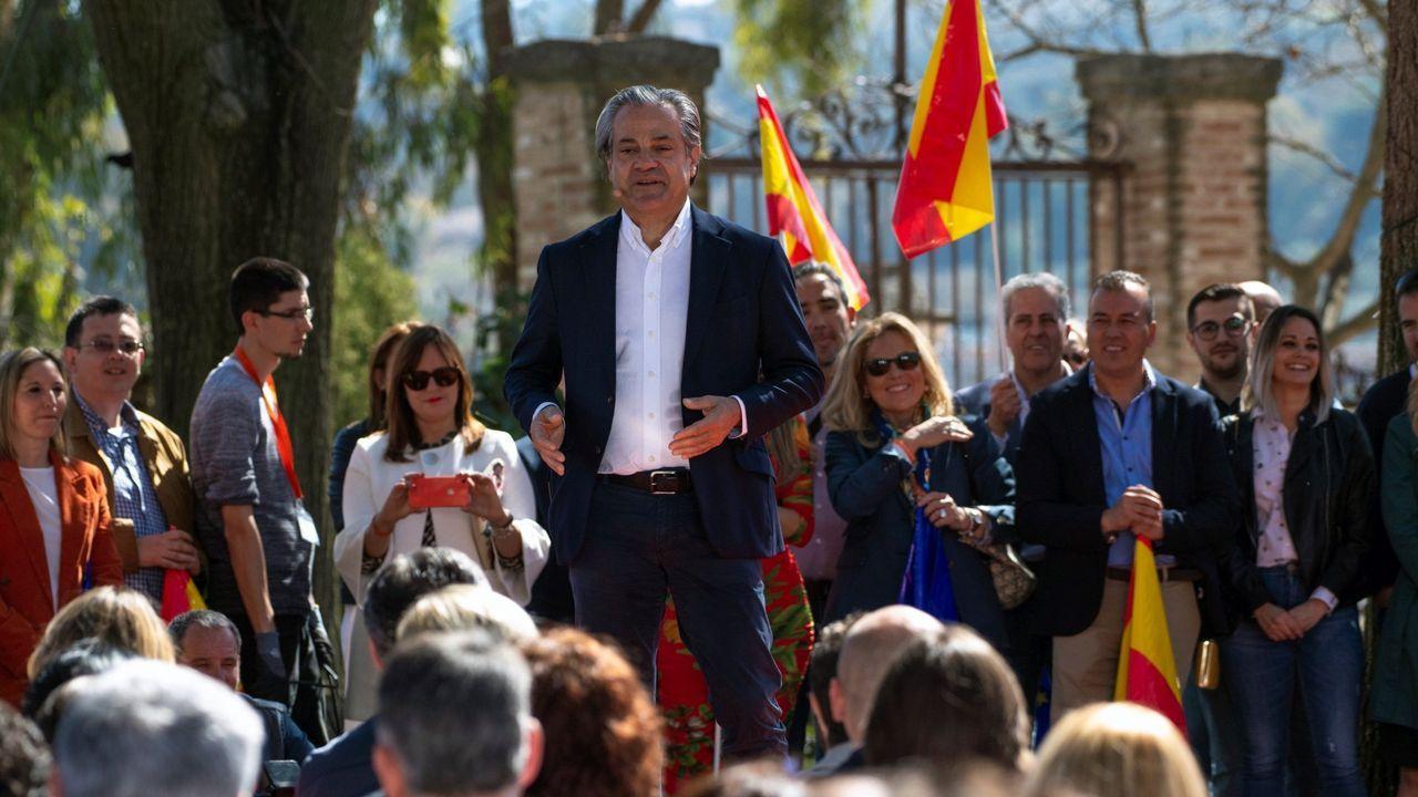 Aguado asegura que Cs no pactará con el PSOE en la Comunidad de Madrid.El dirigente de Vox Ortega Smith se zambulle frente al Peñón de Gibraltar ondeando una bandera de España