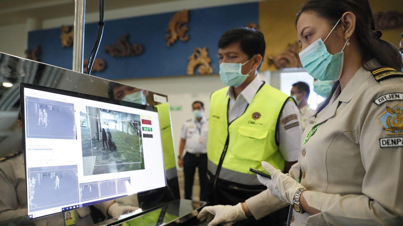 Prohibido entrar y salir de Wuhan.Controles por la enfermedad en aeropuerto de Indonesia