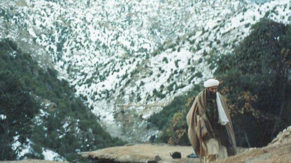 Abu Musab al Suri, a la izquierda de la imagen.