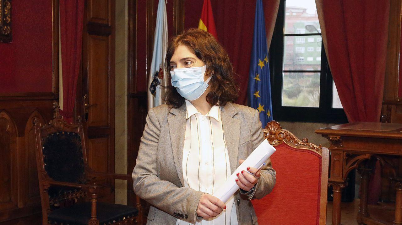María Tabares, directora de Cáritas en Ourense y Secundino Vidal, vicepresidente de la Fundación Dorzán, en el momento de la firma