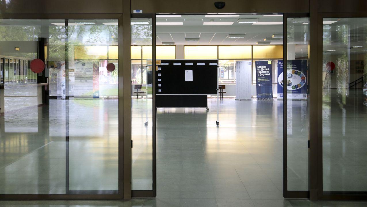 selectividad, pau.Pasillos vacíos en la Facultade de Económicas de la USC