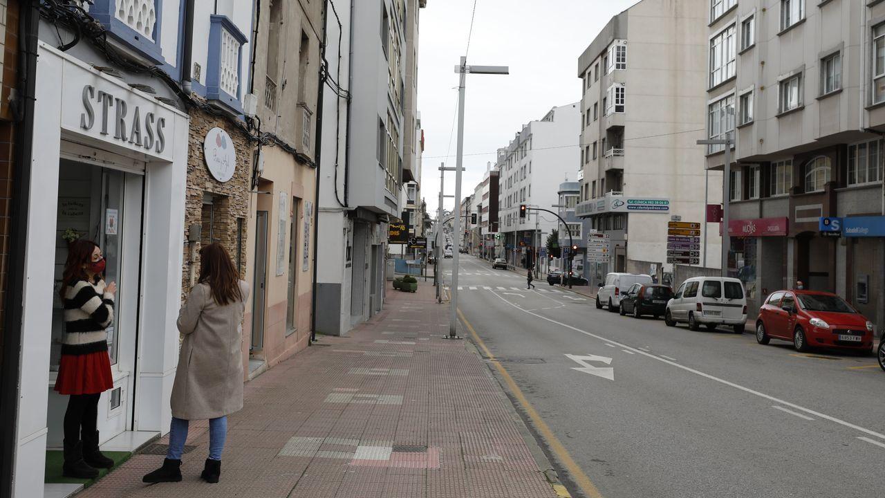 En imagen, la calle Arcadio Pardiñas, una de las arterias comerciales de Burela
