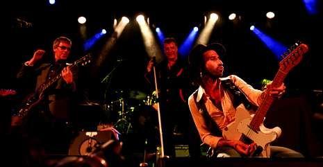 Ariel Rot, Loquillo y Leiva, en el concierto que dieron en junio en Madrid.