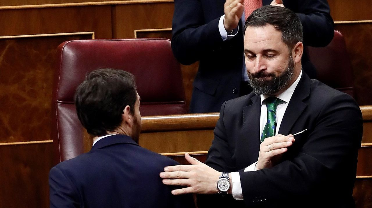 Pablo Casado y Santiago Abascal durante una de las jornadas de la sesion de investidura de Pedro Sánchez