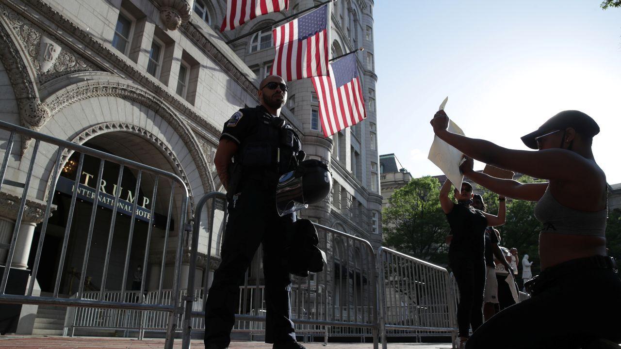 Protesta frente al hotel Trump International en Washington