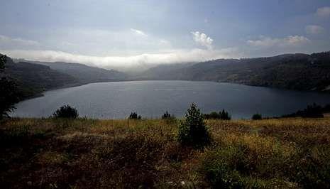 Vista del lago artificial de Meirama, que aportará agua a Cecebre.