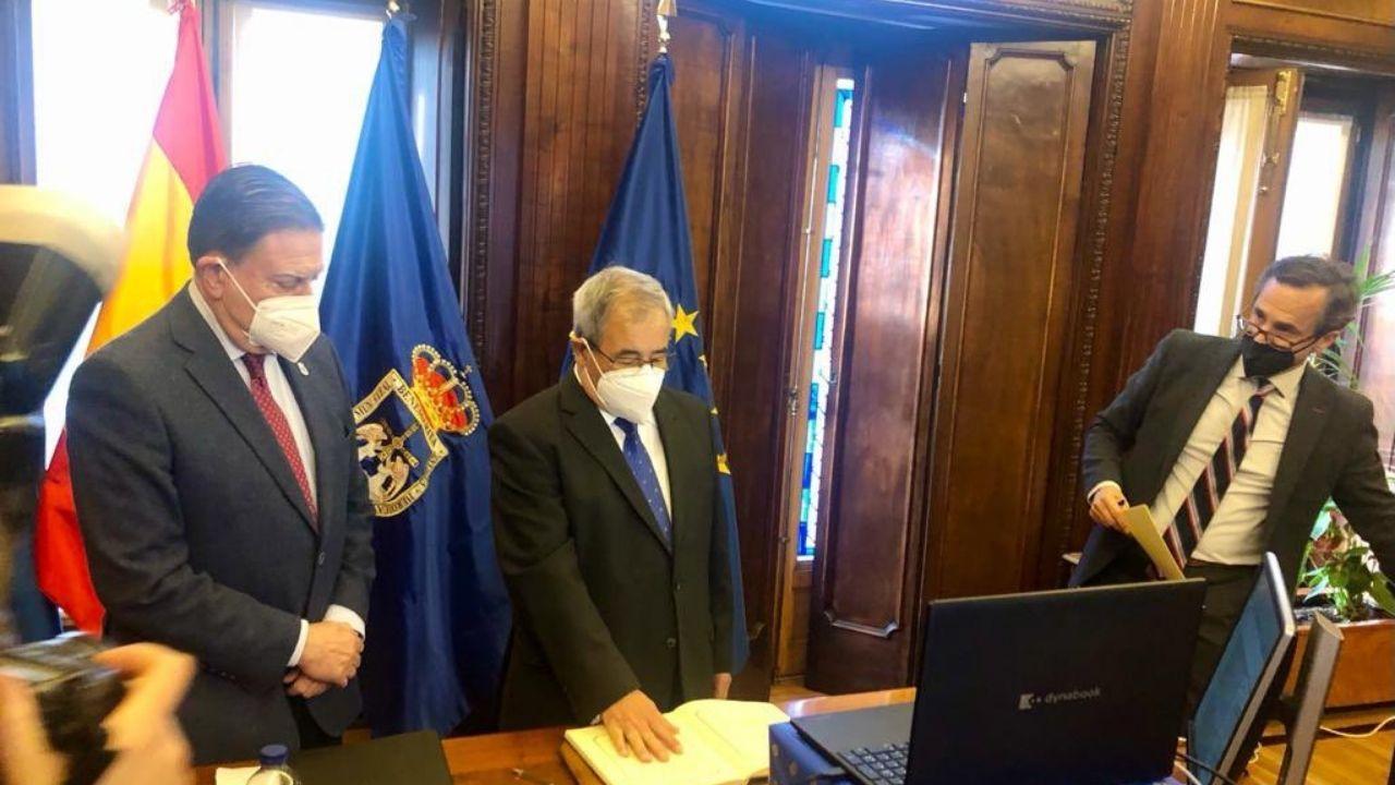 Alfonso Pereira, de Ciudadanos, toma posesión de su acta de concejal de Oviedo