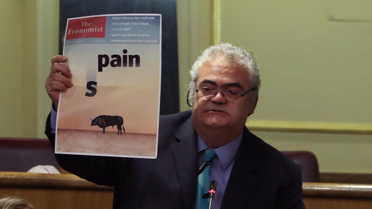 Polémica en el Congreso por recurrir a una portada del 2012 para criticar las cargas policiales