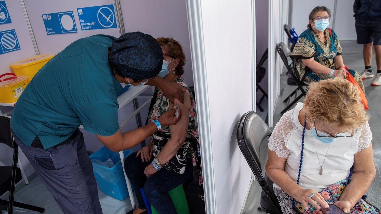 Apertura de la Feria de aeronaves no tripuladas UNVEX en el Gaiás.Vacunación contra el covid en Santiago de Chile