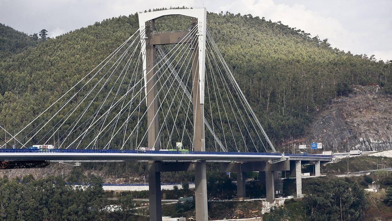 La iluminación realza los puentes de medio mundo.Desde el día 1 la autopista Vigo-Baiona costará un 50 % menos