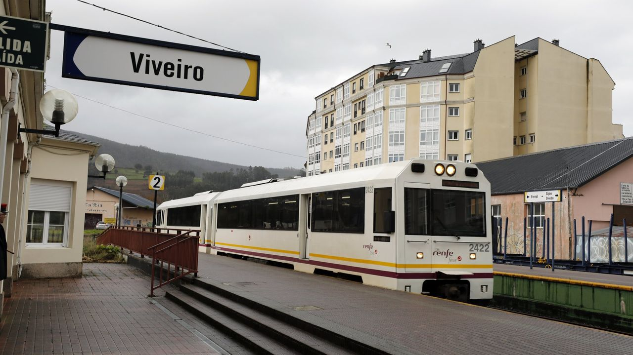 Un tren en la estación de Viveiro, en una foto de archivo