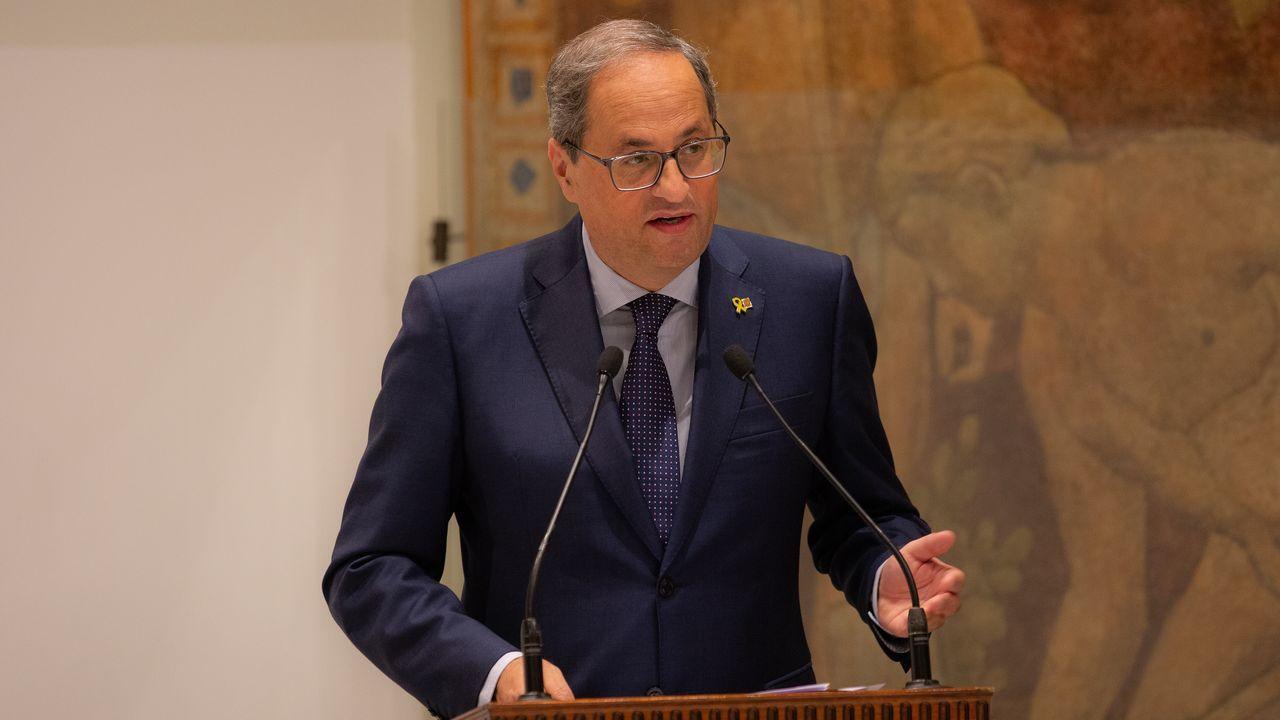 El himno de España se cuela en la ofrenda floral del Govern por la Diada.El presidente de la Generalitat, Quim Torra