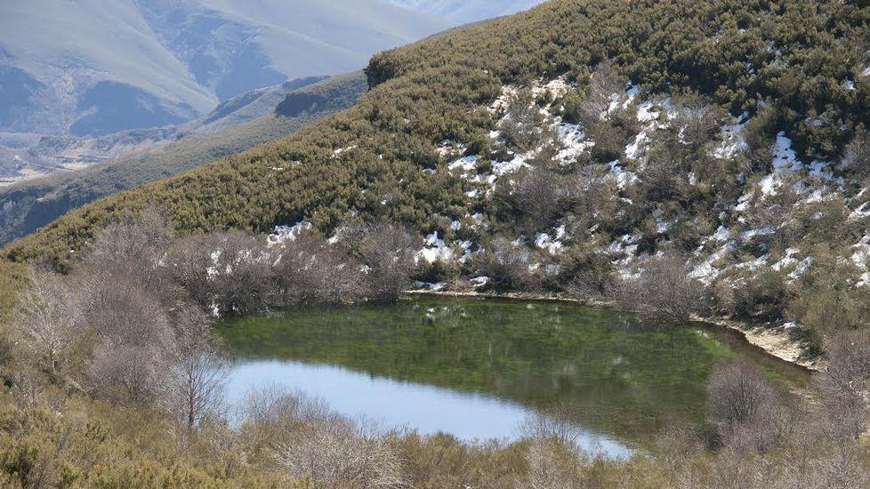 Laguna glaciar de Lucenza, que forma parte de una de las dos rutas que serán homologadas en el municipio de Quiroga