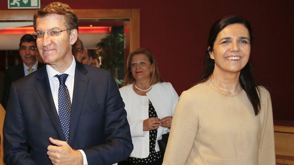 Pilar Rojo, junto a Feijoo durante un acto en Vigo