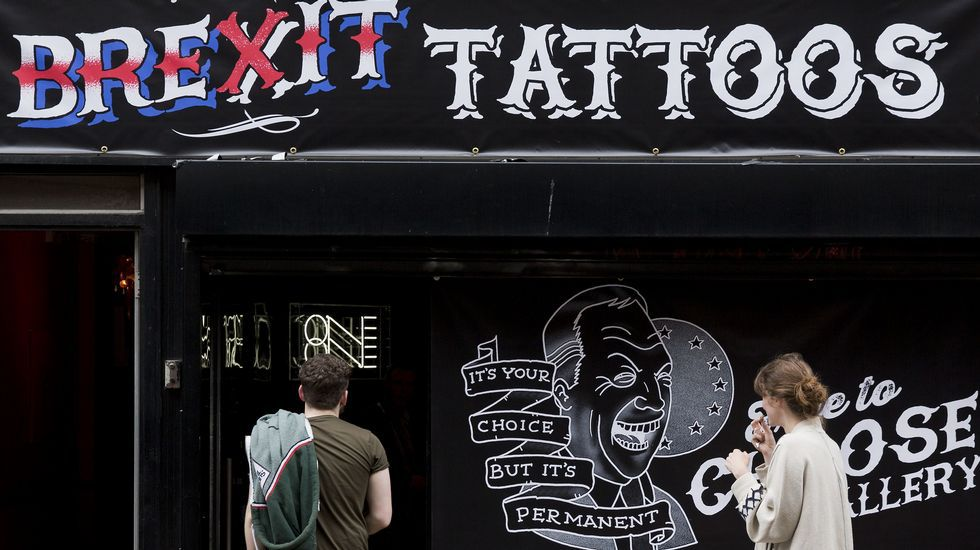 La batalla del referéndum de Reino Unido llega a su fin.Miles de personas rindieron tributo an Trafalgar Square un emotivo homenaje a la diputada laborista asesinada Jo Cox.