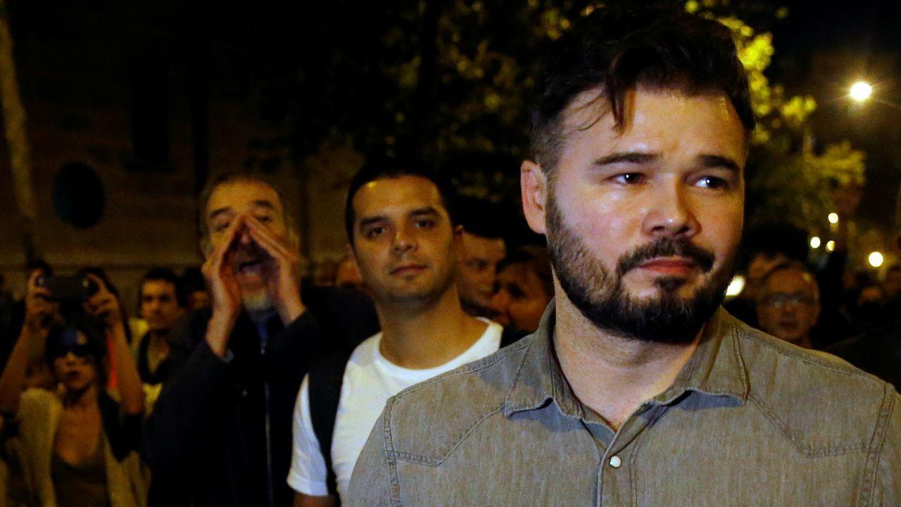 Tan solo medio millar de estudiantes, la mayoría de Secundaria y Bachillerato, se manifestaron ayer en Barcelona para protestar por la sentencia del Supremo sobre los líderes independentistas y pedir su  libertad y acabar con la «represión»