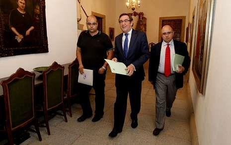 Lugo celebra la Ofrenda do Antigo Reino de Galicia.Currás dejará la alcaldía con las relaciones más tensas que nunca con Paco Reyes y Rubén Cela.