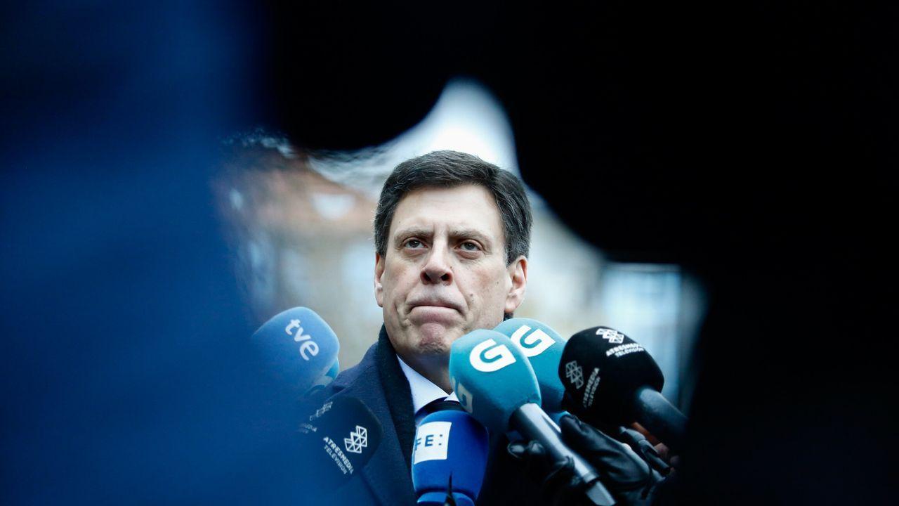 Juan Carlos Quer atendiendo a los medios