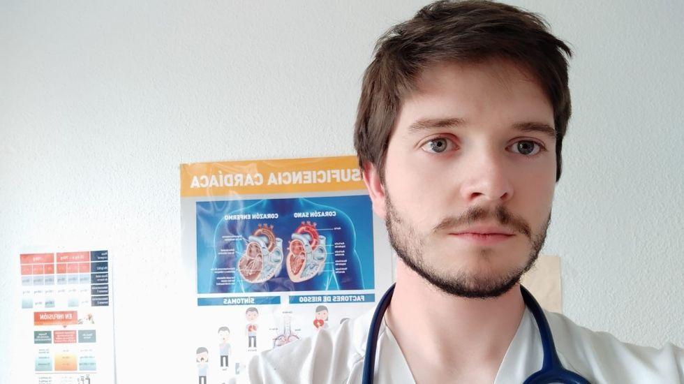 El médico internista Manuel Lorenzo López Reboiro es el responsable del nuevo servicio