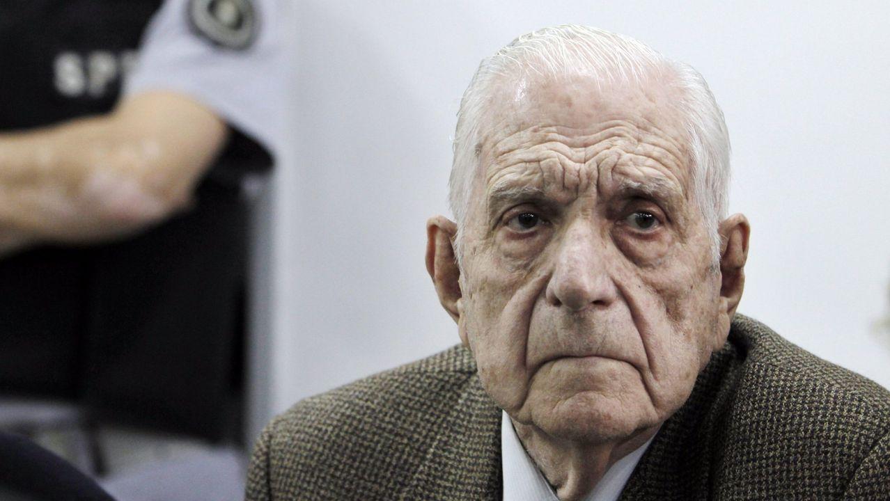 Imagen del 23 de agosto de 2012 del último dictador argentino, Reynaldo Bignone, durante un juicio en Buenos Aires por los crímenes del plan Cóndor