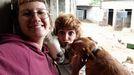 El santuario animal de Vacaloura cuenta desde el día 5 con dos voluntarias residentes llegadas desde Madrid. Ami y María ayudan, entre otras muchas cosas, a acondicionar el nuevo terreno al que se trasladará el refugio y sus moradores; un proyecto que avanza a paso lento por el parón en las donaciones.