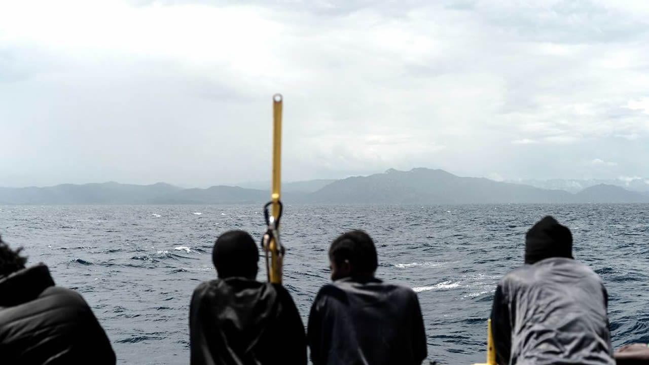 Agónico rescate en el mar de Alborán de dos inmigrantes que estaban en el agua.Inmigrantes en el Aquarius