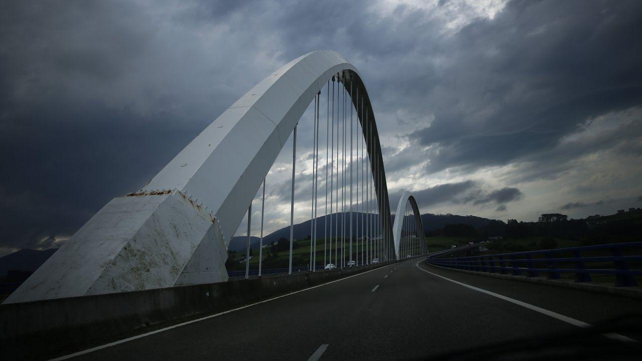 jóvenes investigadores científicos asturianos.Autovía del Cantábrico a su paso por el occidente