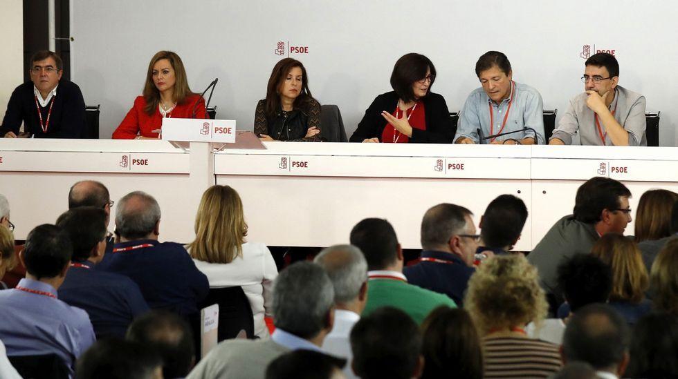 Los partidarios del no mantienen el pulso en Comité Federal.Javier Fernández y Pedro Sánchez en una visita a Valnalón
