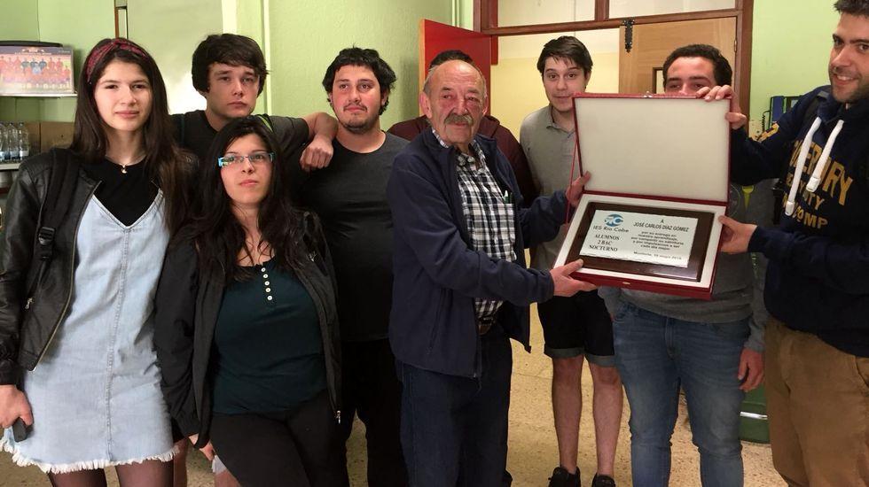 José Carlos Díaz en una foto de mayo del 2018, cuando sus alumnos le organizaron un homenaje con motivo de su jubilación