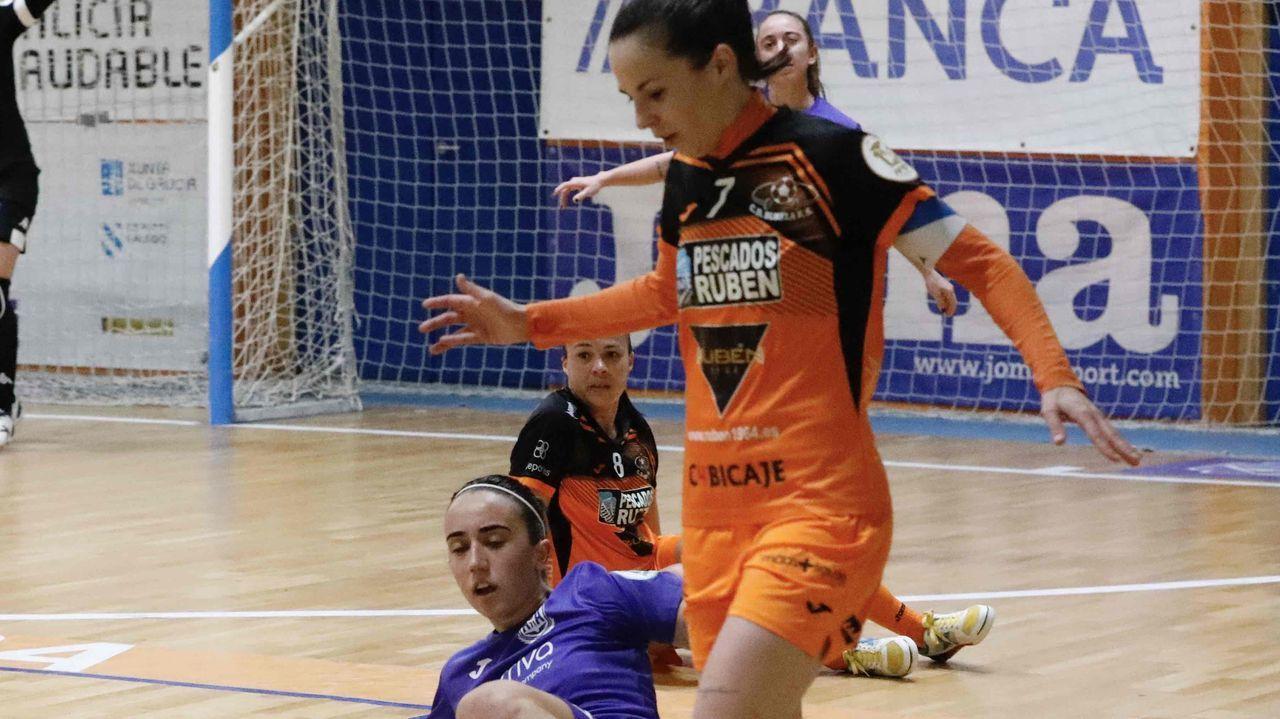 Pescados Rubén Burela 3-3 Alcorcón.El Envialia jugó con su equipación feminista, de color morado y con los  nombres de las madres de las jugadoras en el dorsal