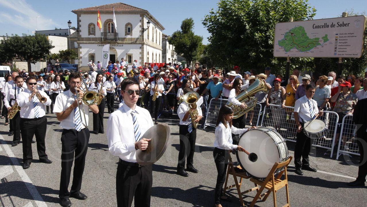 Las secuelas de la tormenta en el sur de Lugo.Una actuación de la Banda de Sober en la plaza del Concello, en una foto de archivo
