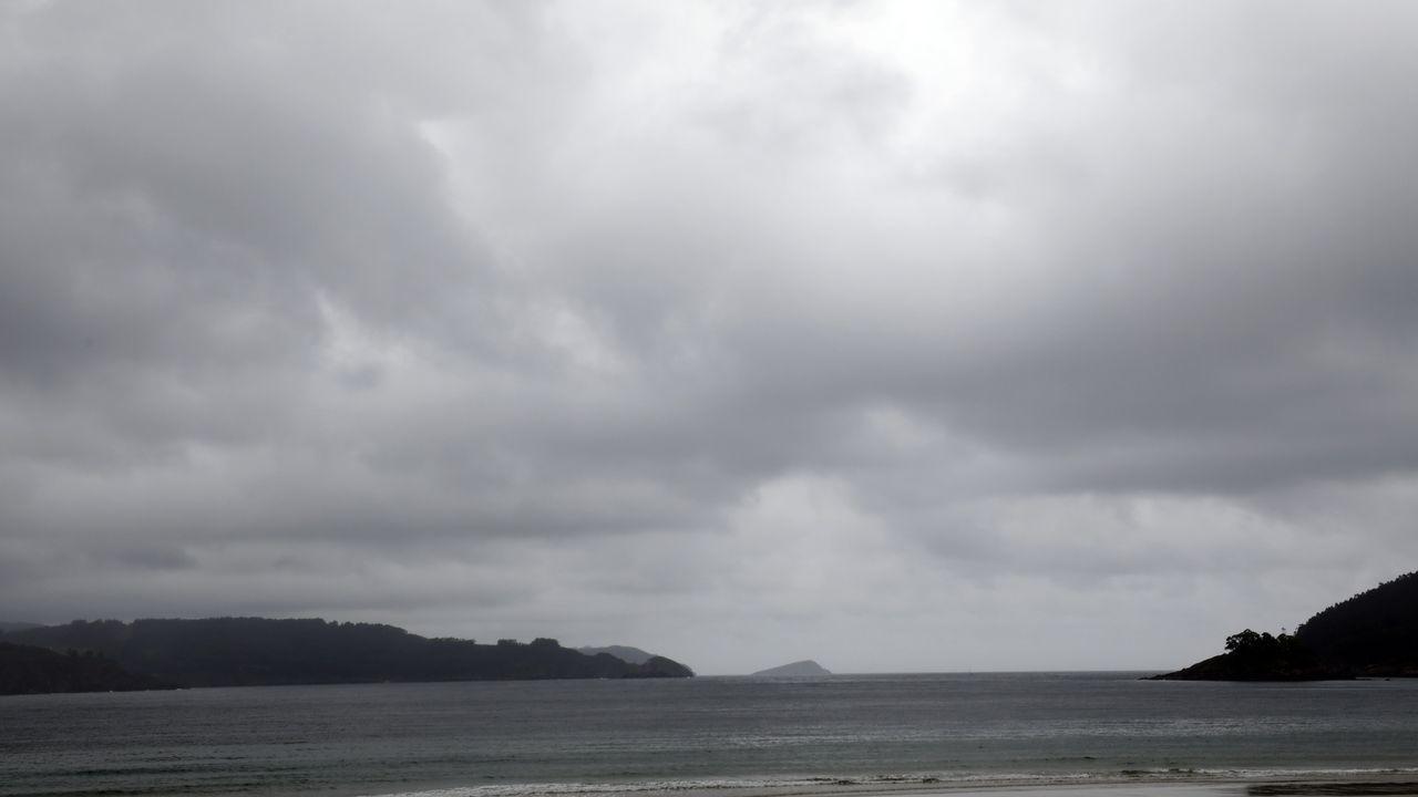 Groenlandia se derrite.La intensa marea viva de estos días permite que Orzán y Riazor sean una sola playa durante la bajamar.