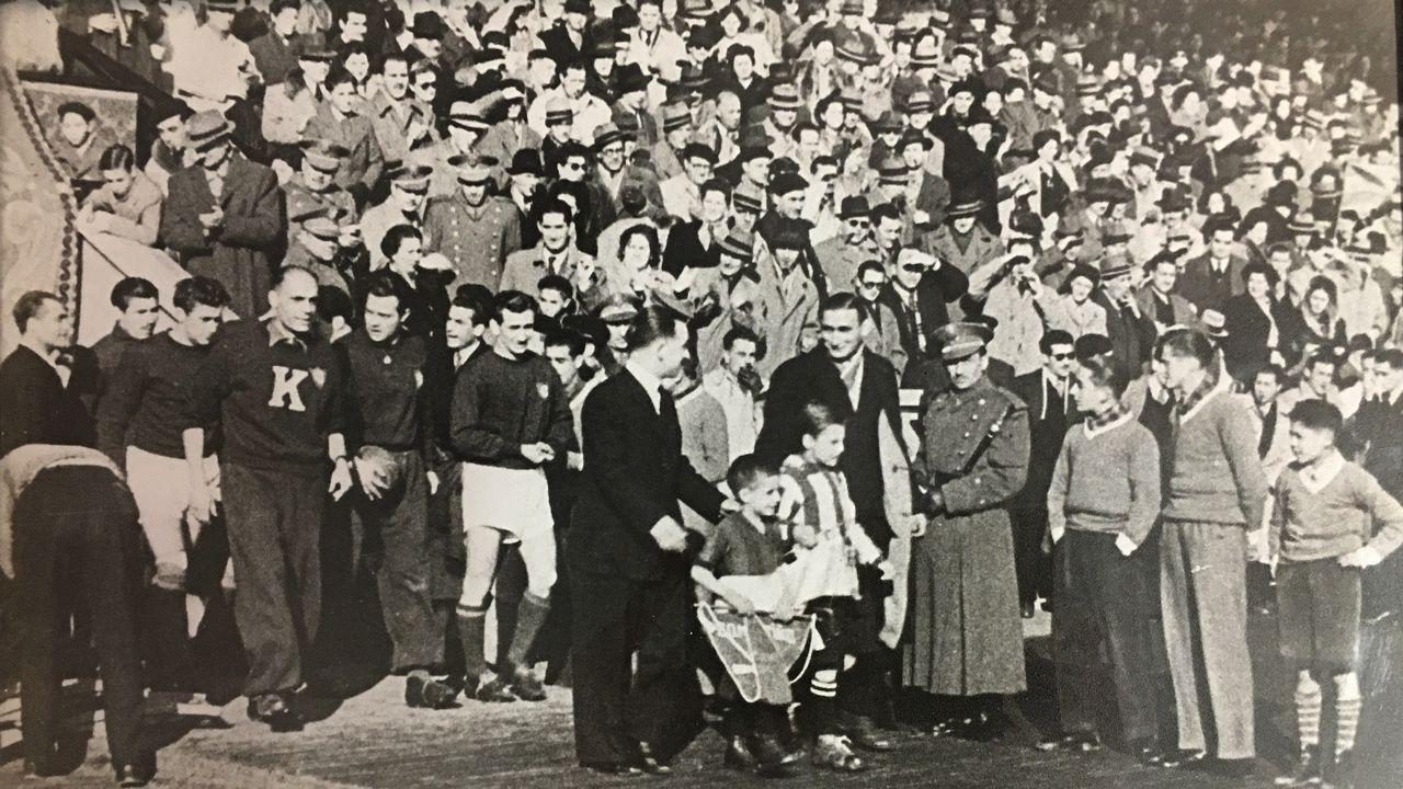 maria pita.Partido entre el San Lorenzo de Almagro y el Deportivo de La Coruña, que se jugó en Riazor el 27 de enero de 1947, dentro de la gira por España que realizó el San Lorenzo. El resultado final, 0-0. A la izquierda, integrantes del San Lorenzo.