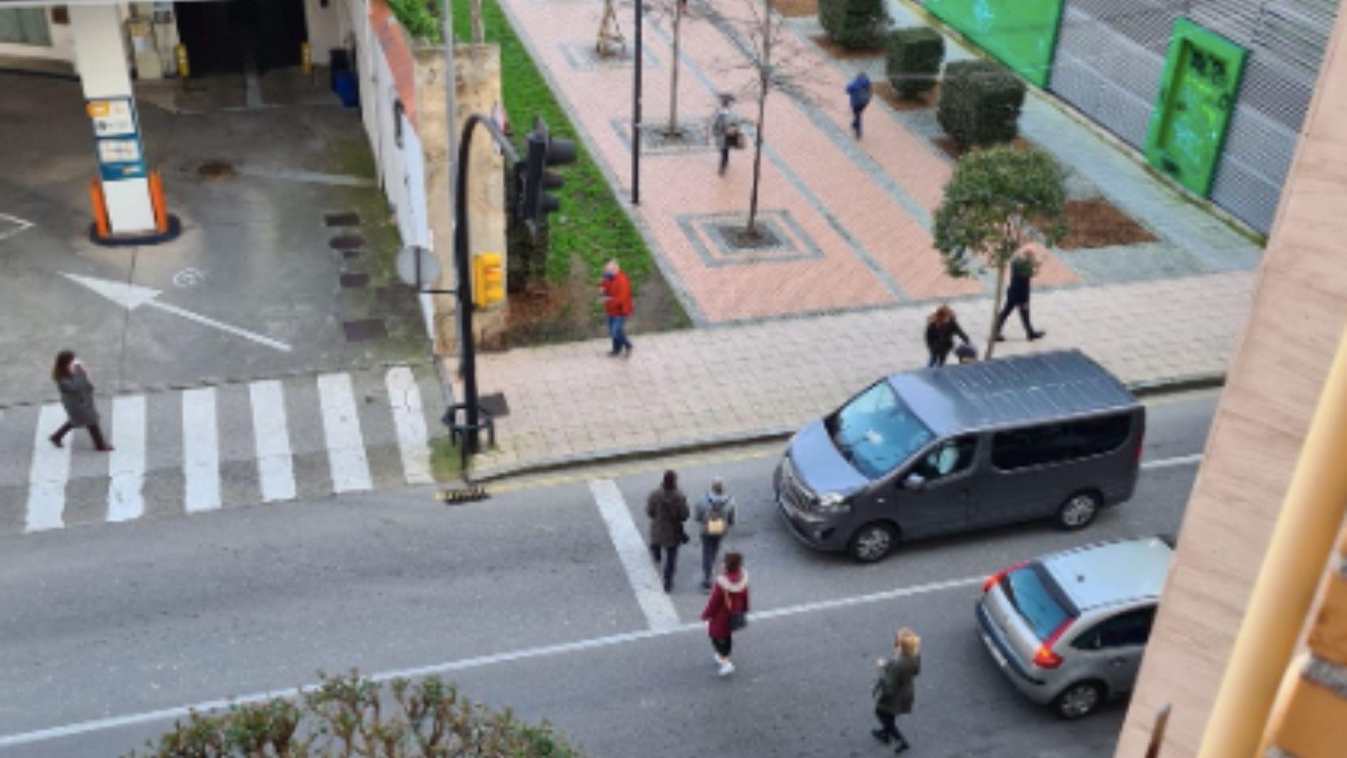 Los diseños para la nueva carade Cimavilla a Poniente.Cruce de la avenida de Portugal con el paso peatonal que comunica con la carretera Vizcaína