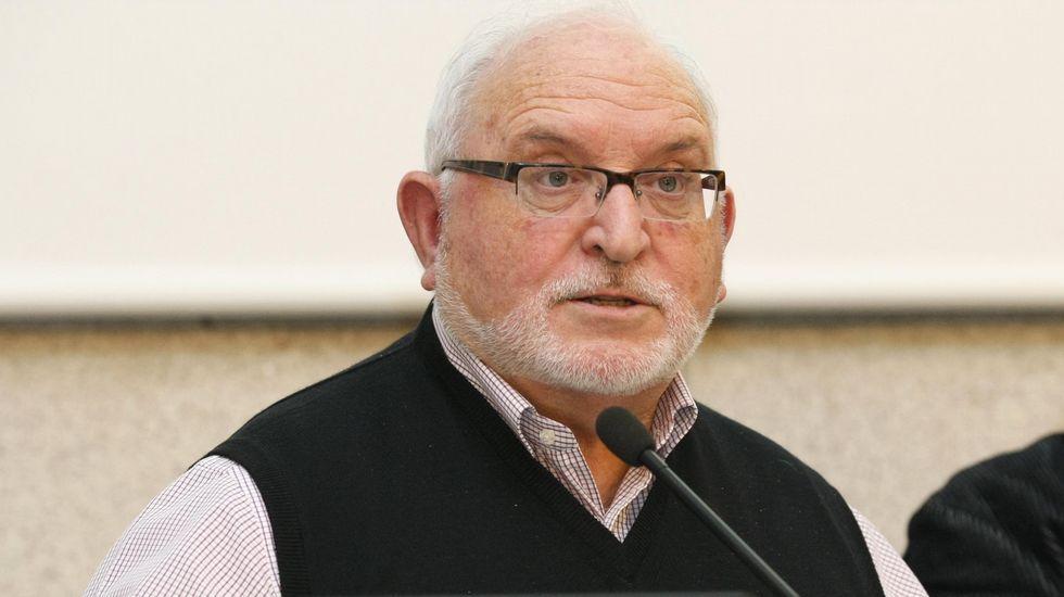 El alcalde de Oza-Cesuras en el pleno de la diputación.Gónzález Formoso se reunió con el alcalde de Vilasantar.