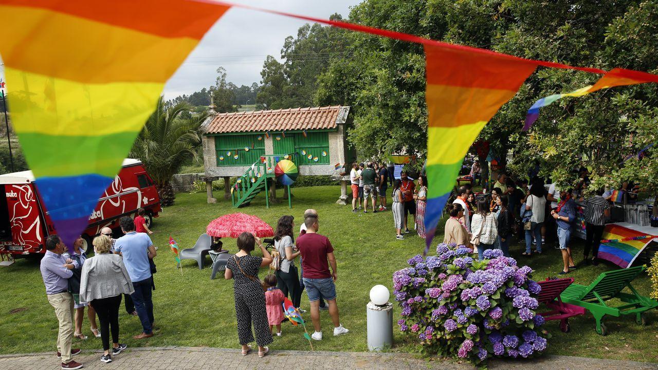 El desfile del Orgullo 2019 toma Madrid.Bancos de la Escandalera de Oviedo