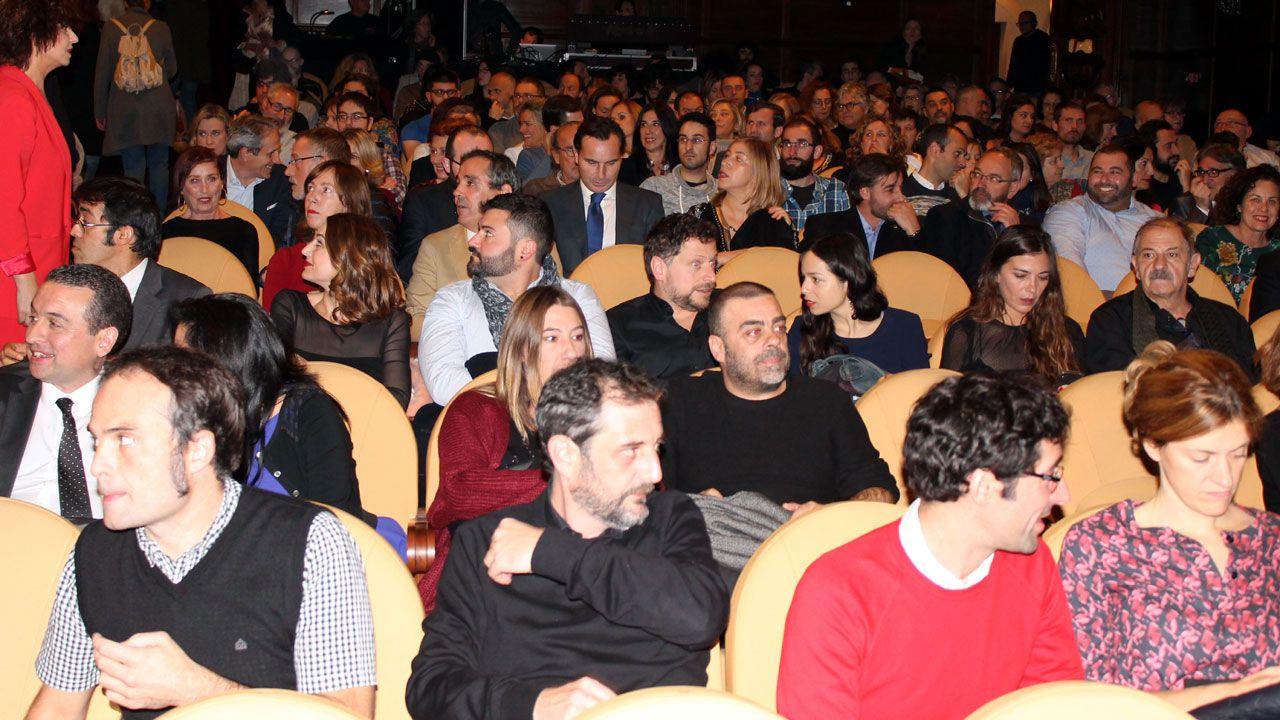 El temporal de lluvia barre Oviedo.Público en la gala de apertura del FICX 55
