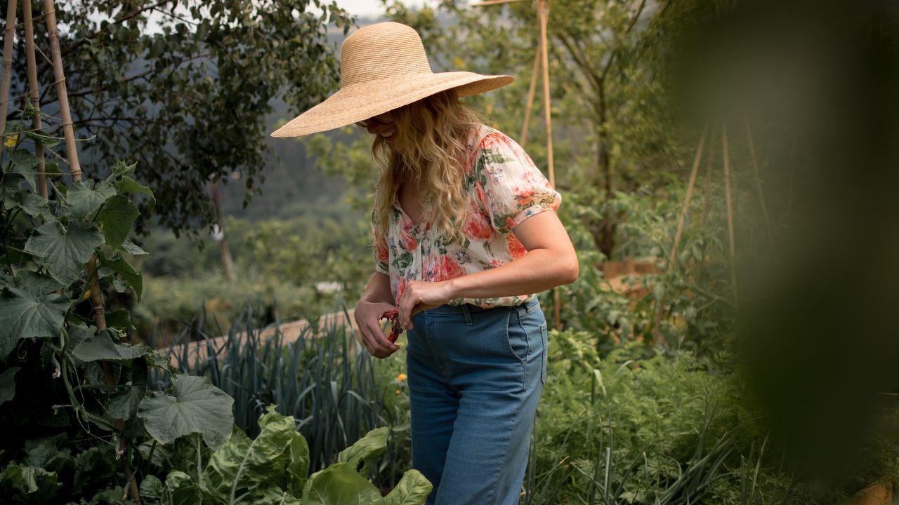 Iria adaptó una zona de la finca de su estudio en Culleredo para crear el huerto