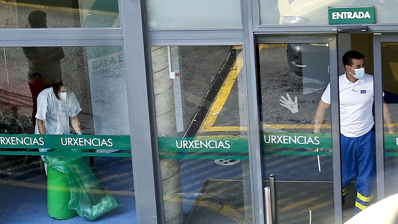 Entrada del servicio de Urgencias del Hospital Montecelo, de Pontevedra, donde hubo un brote al infectarse varios trabajadores
