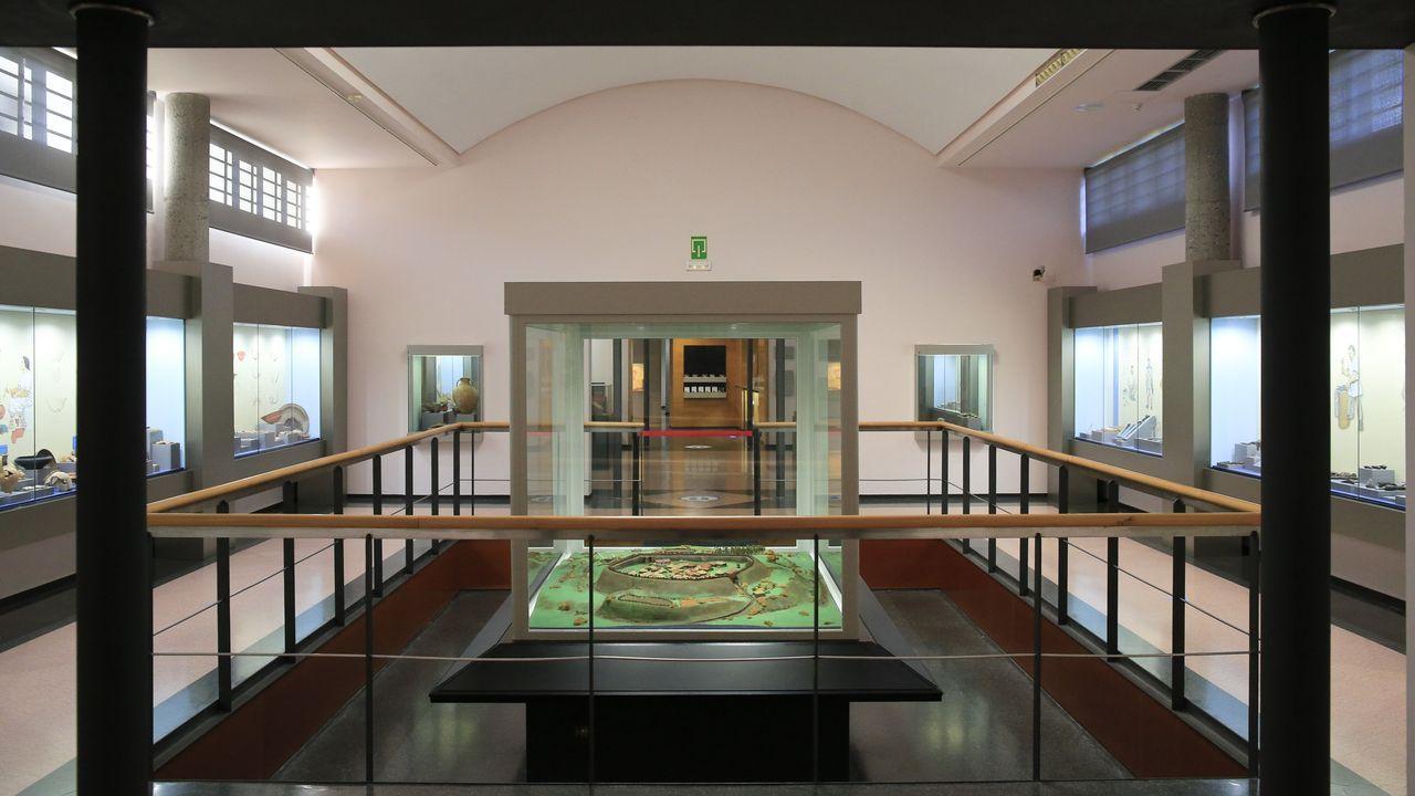 En las salas se muestran piezas halladas en el castro y hay una maqueta del recinto