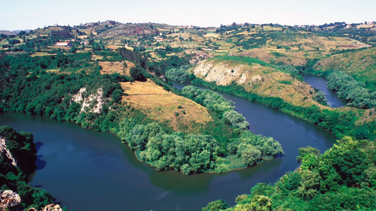 Meandros del río Nora, que transcurre cerca de la ruta de la Salamandra, en el suroeste de Oviedo