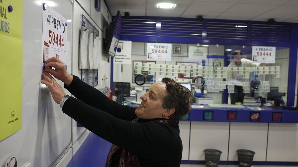 Administración de lotería de Villalba donde se vendió a máquina un décimo agraciado con el quinto premio