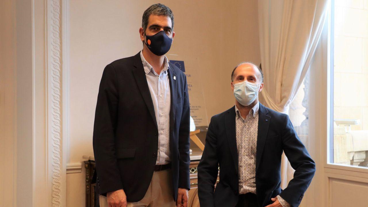 El alcalde de San Sebastián, Eneko Goia, recibió al de Ourense, Gonzalo Pérez Jácome, de viaje oficial en el País Vasco para conocer propuestas sobre movilidad